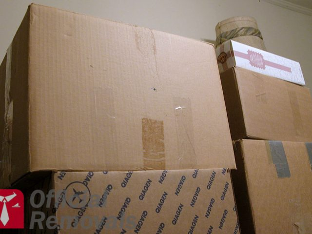http://officialremovals.com/oflrm-media/2017/03/Stacked-moving-boxes-640x480.jpg