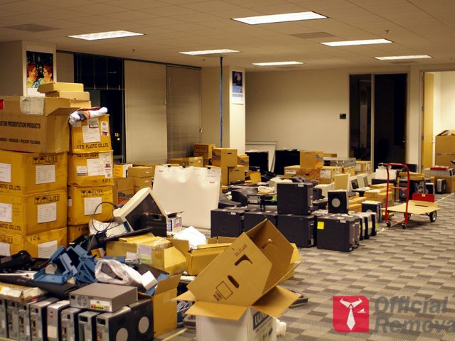 http://officialremovals.com/oflrm-media/2017/08/Packed-office-640x480.jpg