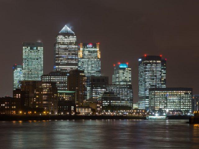 http://officialremovals.com/oflrm-media/2017/11/Canary-Wharf-skyline-640x480.jpg